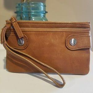 Vguc tan Fossil leather wristlet